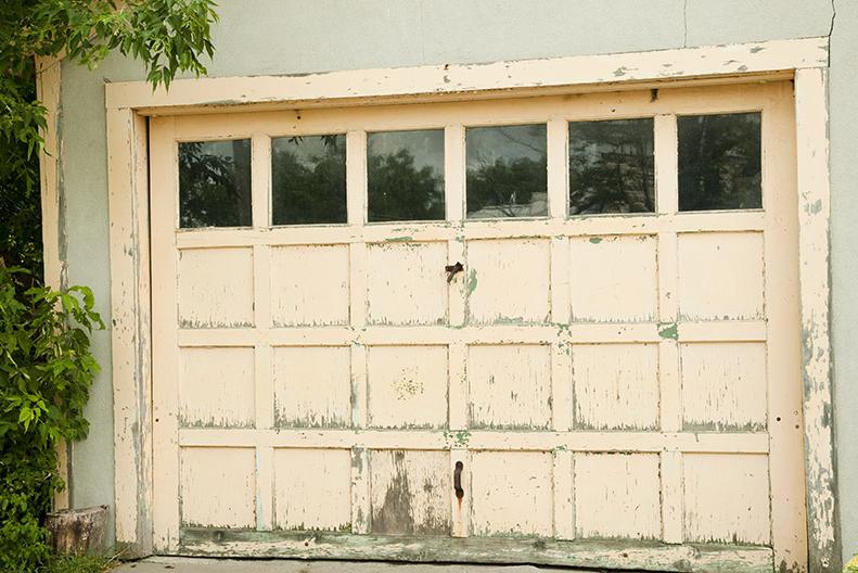 Garage door: How to clean the garage door or roller shutter?