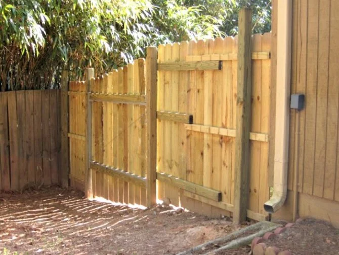 Wooden fence – Widely Found in rural areas